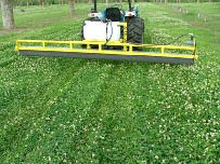 Weed wiper used for broadleaf weed control