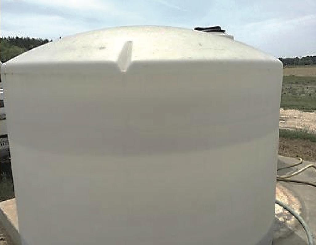 Fertilizer feed tank