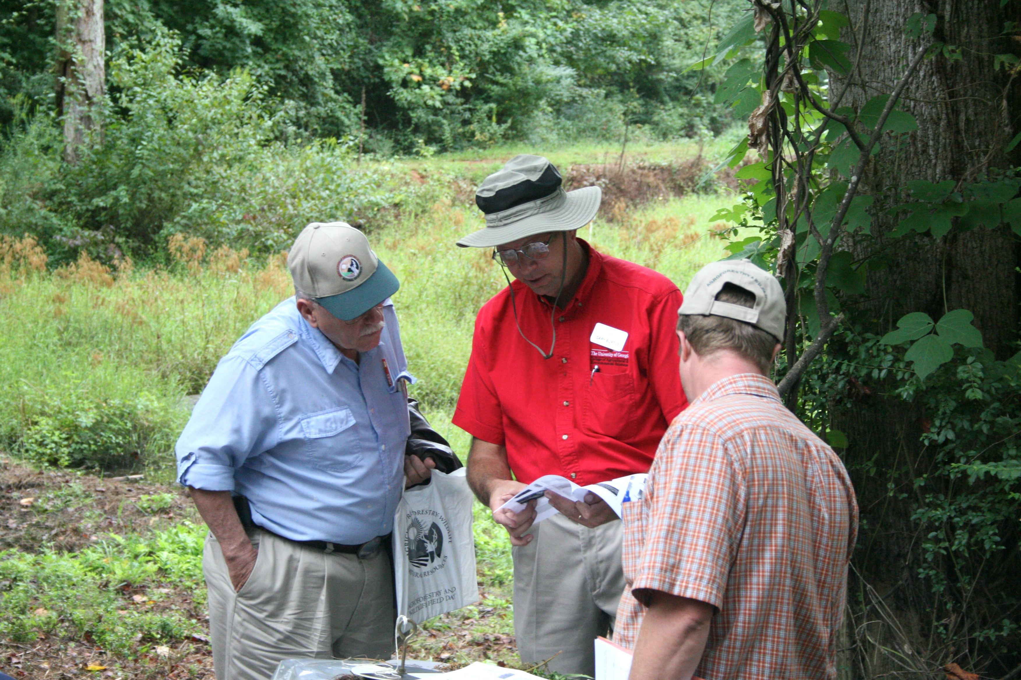 UGA Extension fisheries specialist Gary Burtle discusses pond management with two participants at the 2009 Agroforestry and Wildlife Field Day.