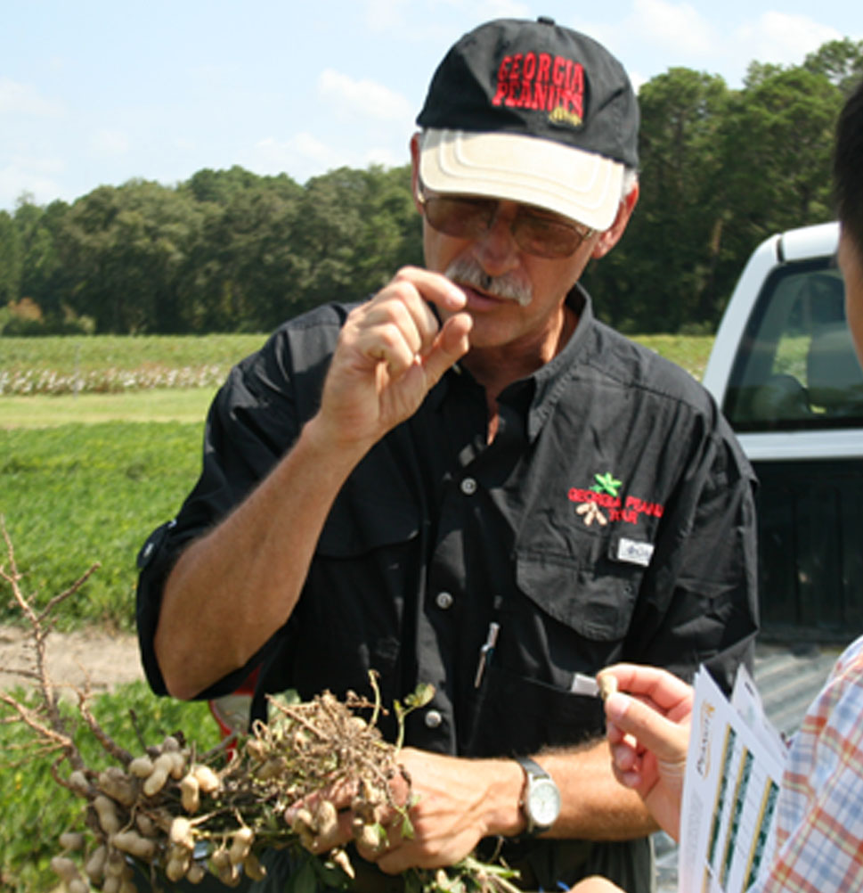 Tim Brenneman, a plant pathologist with the University of Georgia Tifton Campus, talks with a peanut tour participant during the annual Georgia Peanut Tour in September.