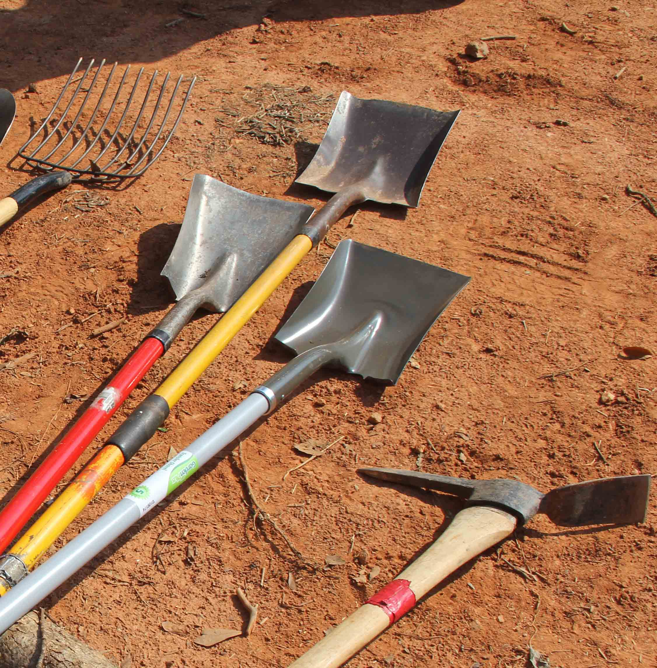 The right rake, shovel or trimmer will make your favorite gardener's work easier.