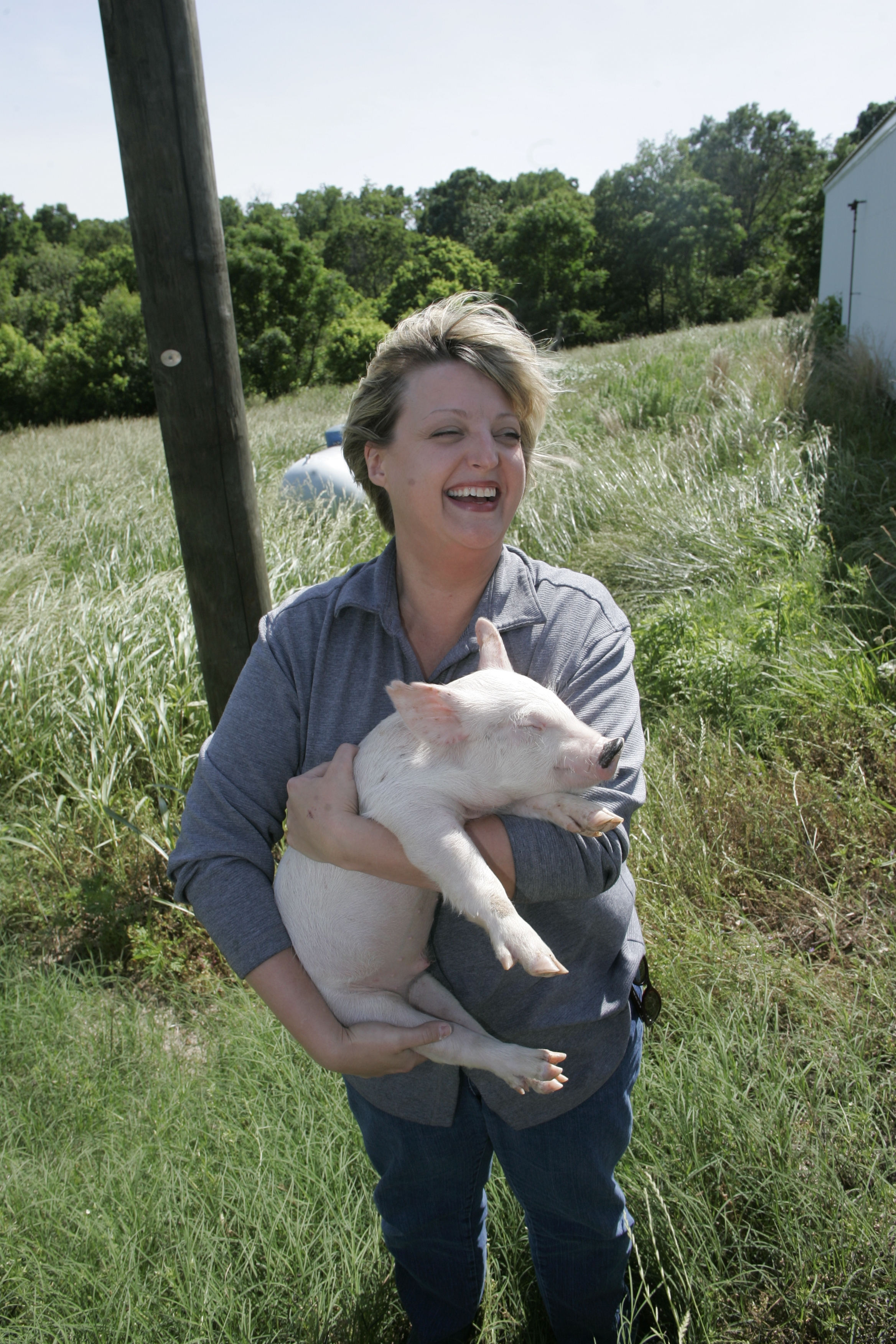 Melony Wilson handles livestock frequently as part of her job with the University of Georgia Department of Animal and Dairy Science. She also knows how to keep herself safe while doing so. A new Georgia 4-H program will now help 4-H agents teach children across the state how to get up close and person with livestock without contracting a zoonotic disease.