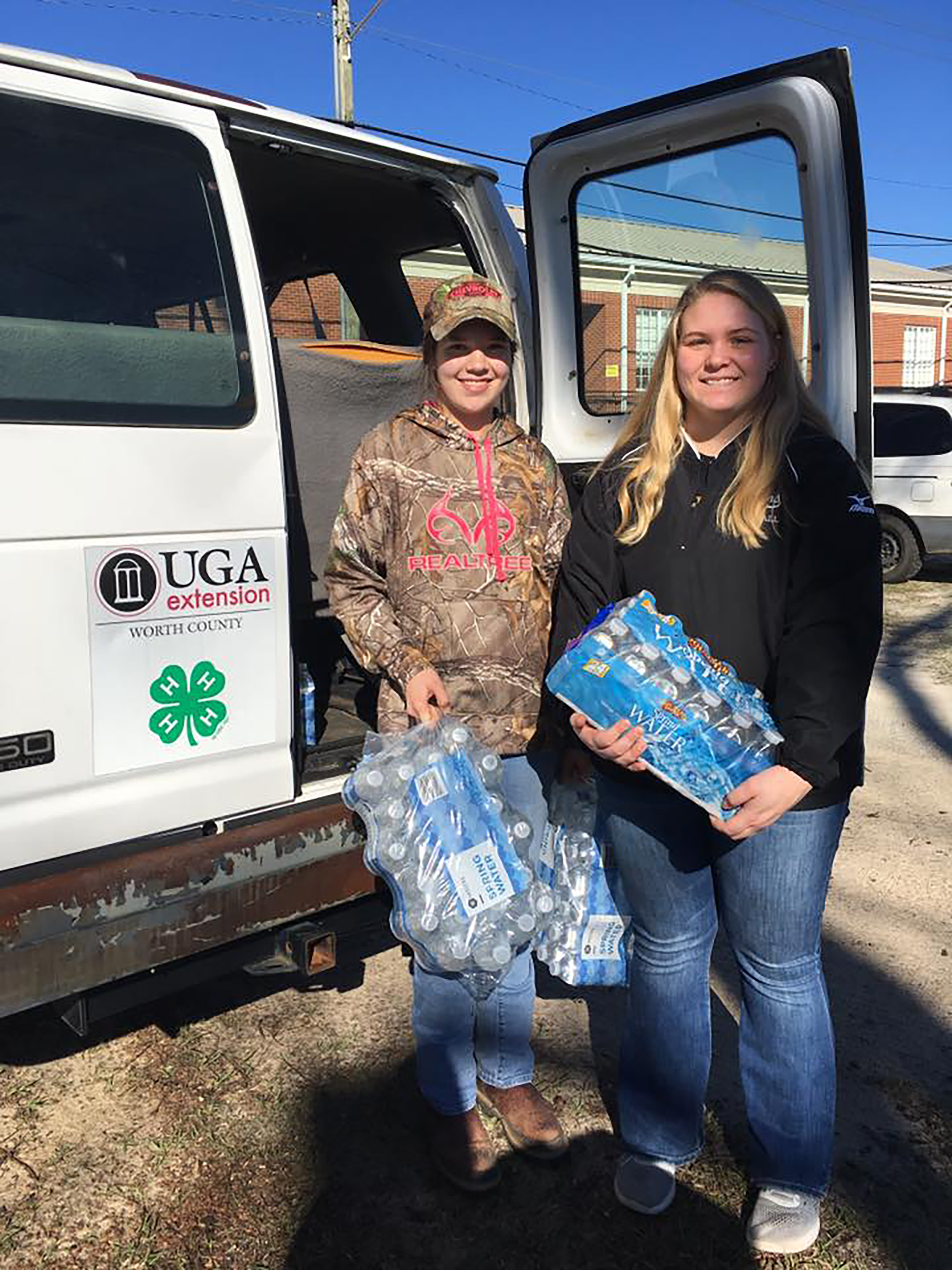 Worth County 4-H members help with storm aid./Lauren Burdine-UGA Extension