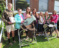 A picture of Thomas County 4-H members collecting supplies for the Concrete Cowboys project.