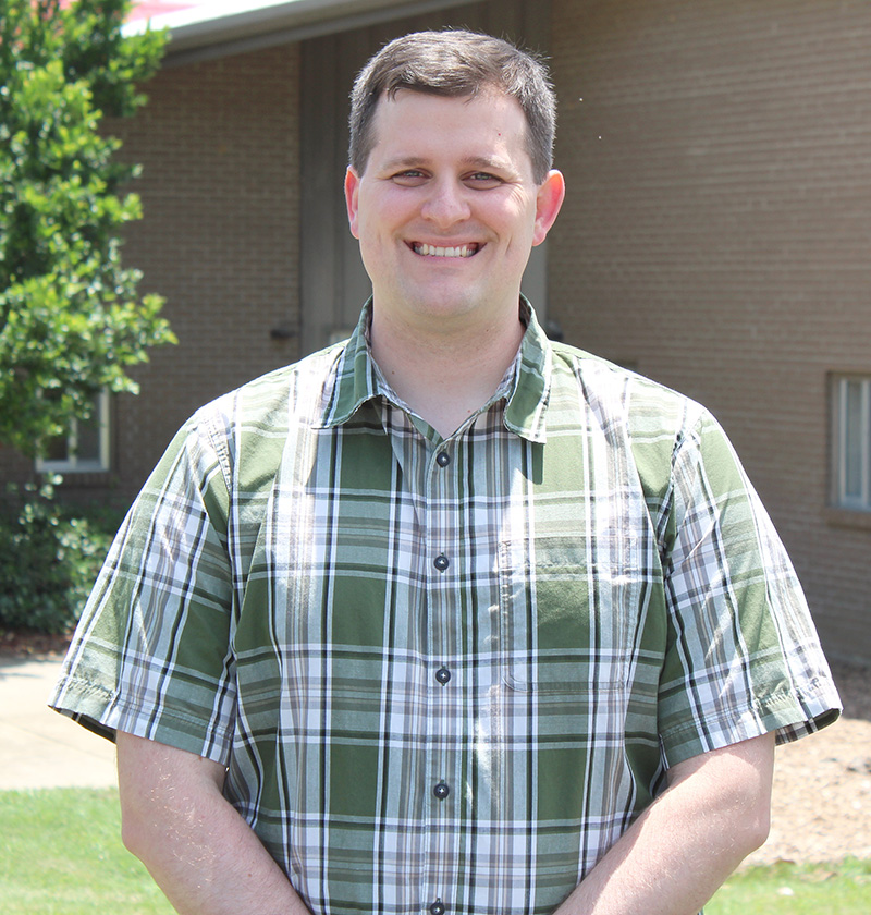 Jonathan Oliver recently joined the college as a fruit pathologist specializing in blueberries, blackberries, citrus, pomegranates, olives and mayhaws.