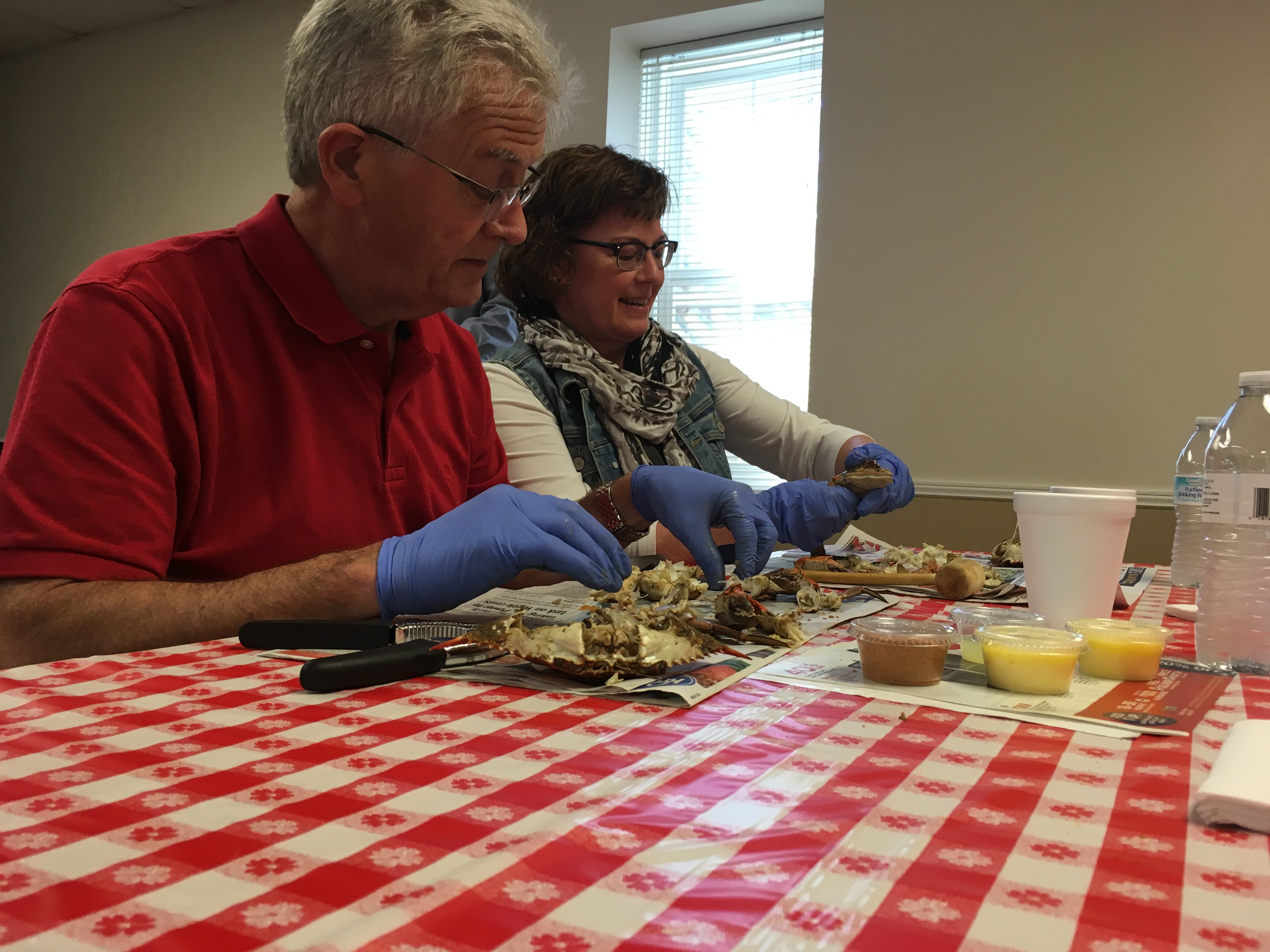 A Chatham County couple learns to clean Georgia blue crabs during an Ocean to Table class hosted by UGA Cooperative Extension and UGA Marine Extension and Georgia Sea Grant in November. UGA Cooperative Extension in Chatham County has teamed up with UGA Marine Extension and Georgia Sea Grant to help introduce Georgians the nutritious and delicious seafood harvested from the state's coastal waters through the Ocean to Table series.
