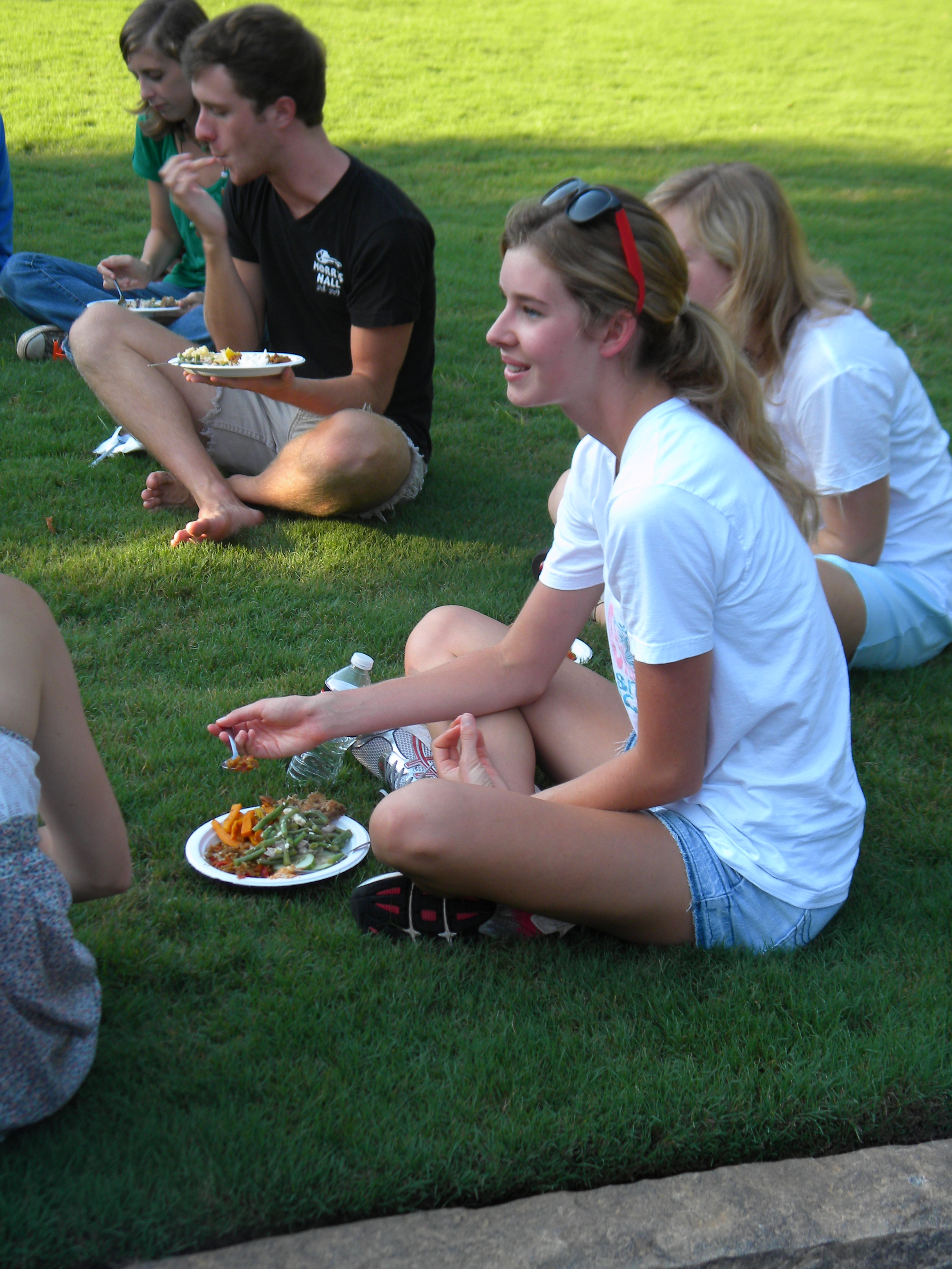 Students enjoy food from the UGArden.