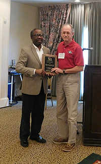 UGA plant pathologist Tim Brenneman received a Friends of Southern IPM award at the Georgia Association of Plant Pathologists annual meeting.