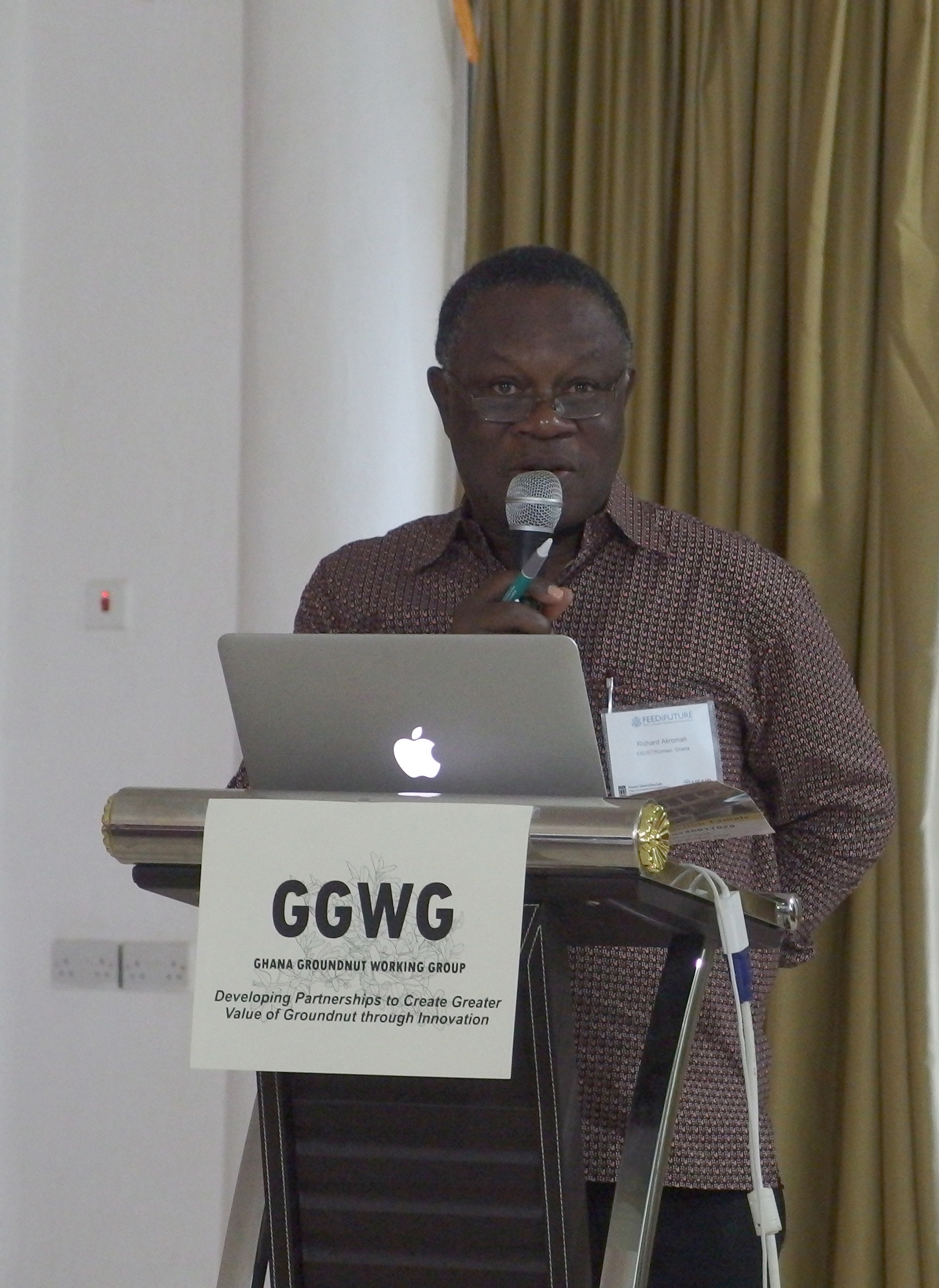 Richard Akromah, a professor at professor at Kwame Nkrumah University of Science and Technology, speaks at the inaugural meeting of the Ghana Groundnut Working Group, a new organization that aims to improve peanut farming, marketing and nutrition in the West African country by bringing together experts across the value chain. The Peanut Innovation Lab at UGA, which is a member of the American Peanut Research and Education Society, sponsored the first meeting. (Photo by Allison Floyd)
