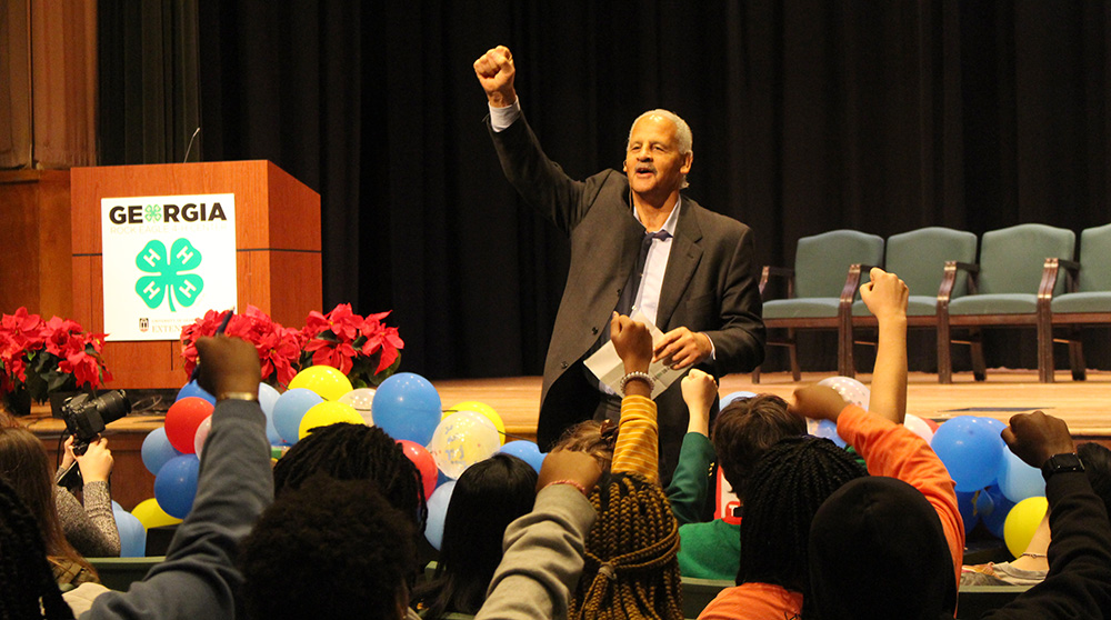 Stedman Graham addresses Georgia 4-H'ers at Fall Forum.