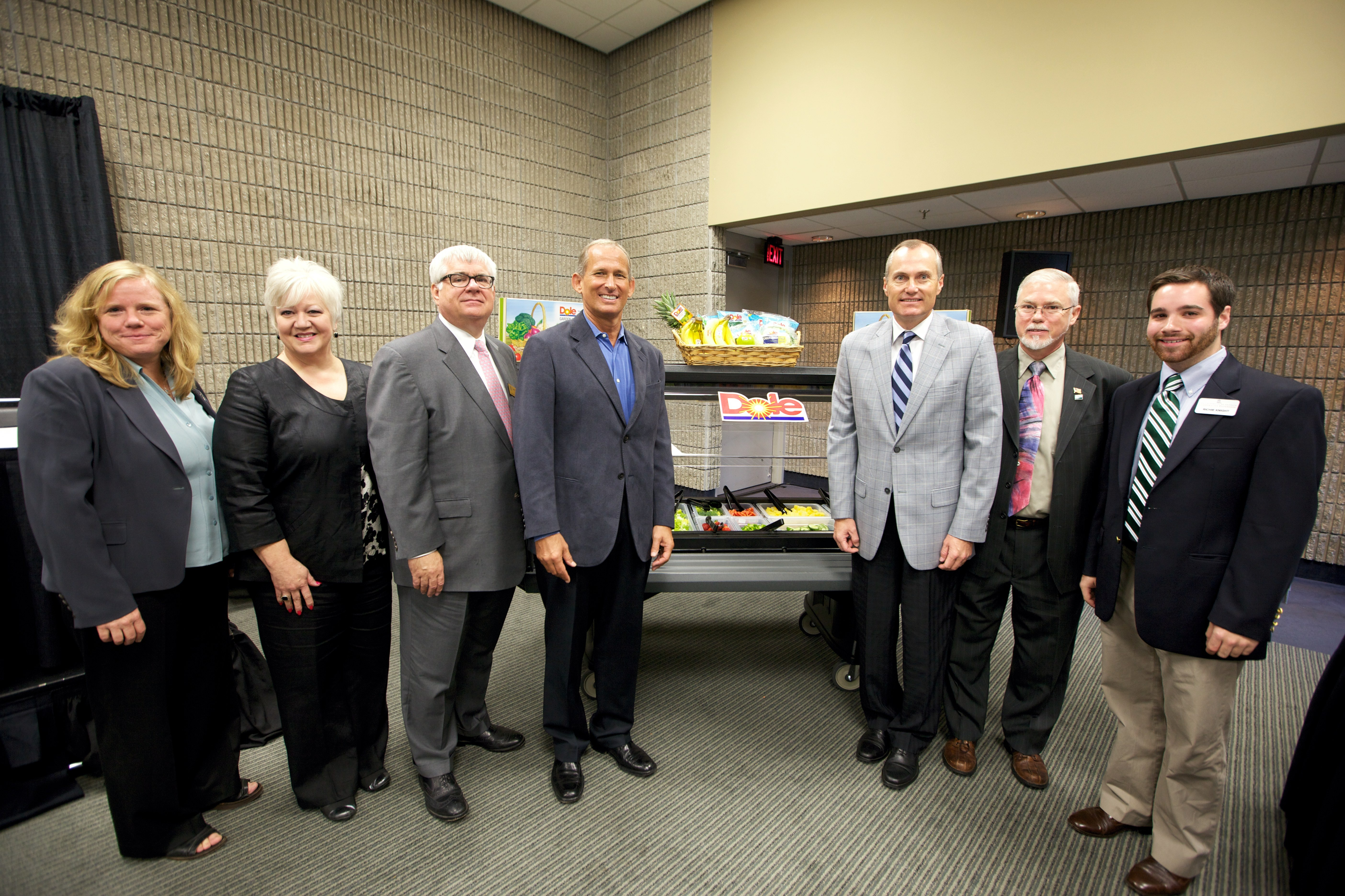 (l-r) Diane Harris (CDC), Nancy Rice (Georgia Dept. of Education), Larry Winter (Georgia Board of Education), Marty Ordman (Dole Foods), Georgia Lt. Gov. Casey Cagle, Kirk Faruquharson (USDA) and Richie Knight (Georgia 4-H).