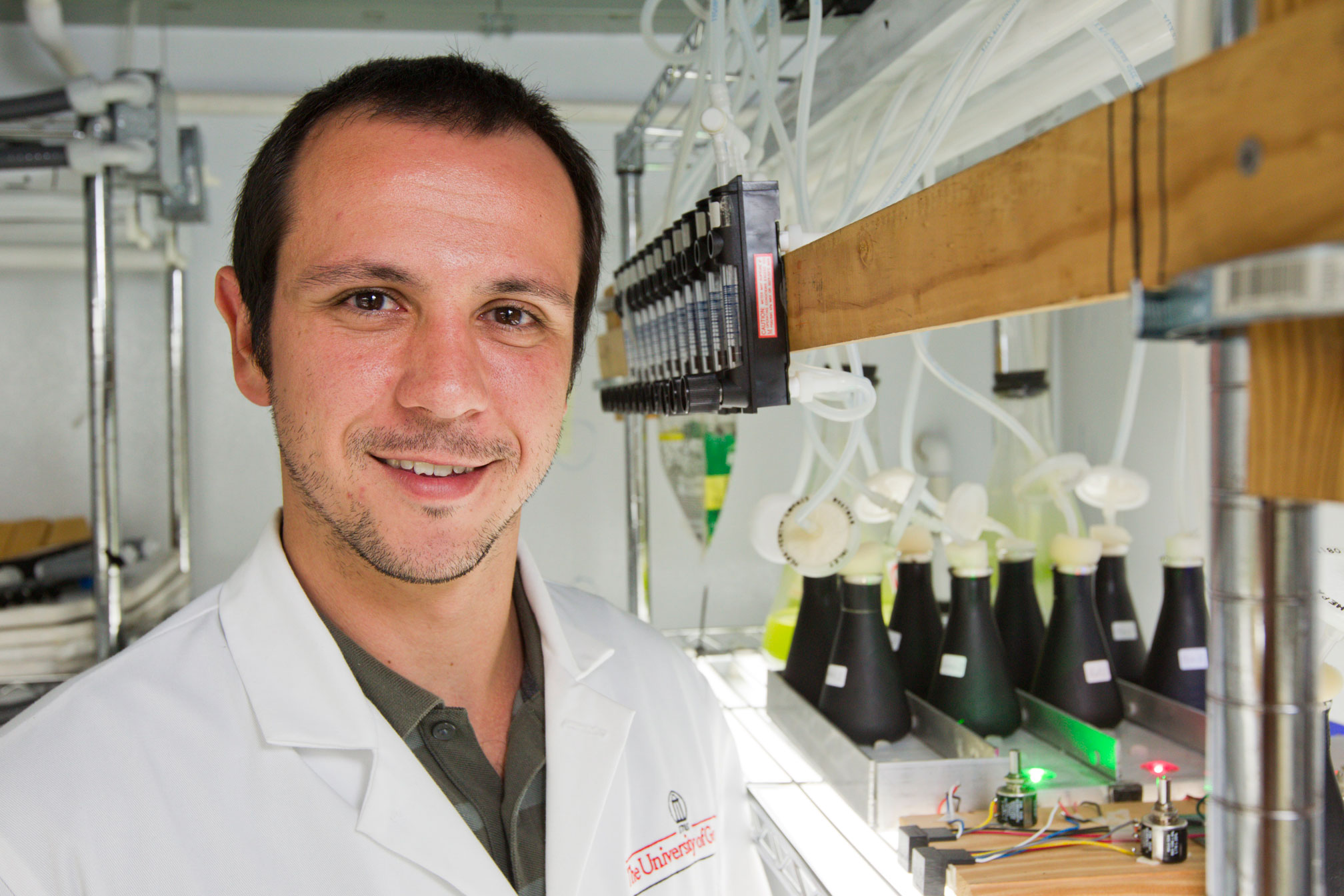 Erico Rolim de Mattos in his lab at the UGA College of Agricultural and Environmental Sciences.